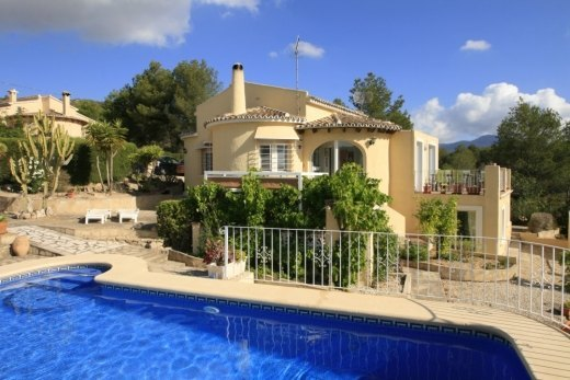 Villa for sale in Benitachell, open views.