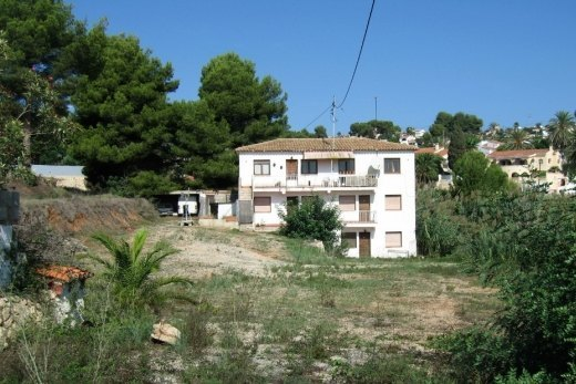 Reform Villa for sale with large plot, Ben...