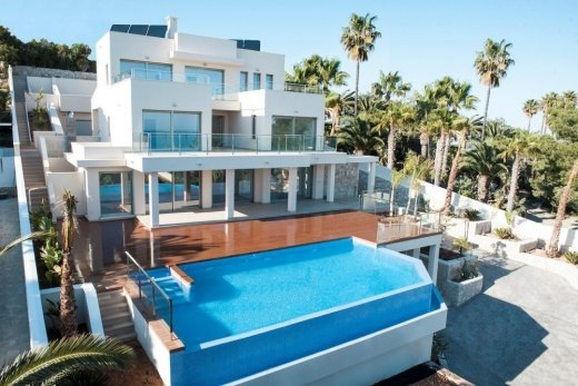 Luxury villa with sea views for sale in Mo...