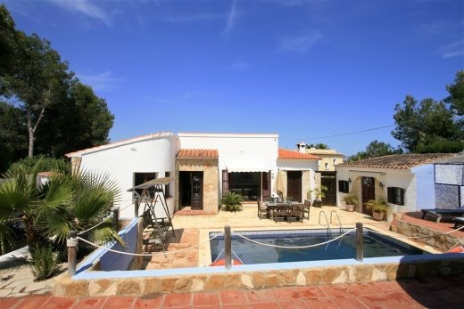 Property for sale in Moraira, open views.