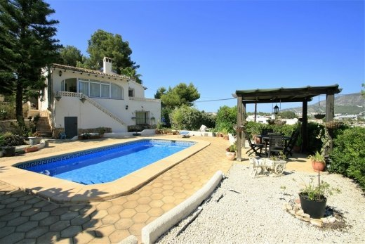 Villa for sale in Moraira close to ameniti...