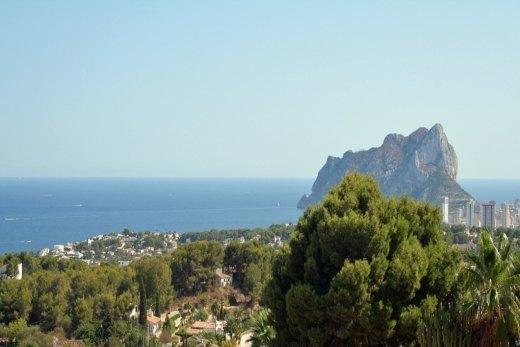 Plot with spectacular sea views for sale i...