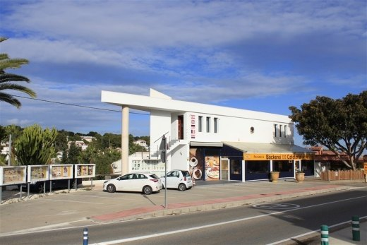 Commercial property with seaview apartment