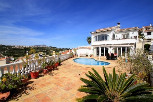 Villa for sale with a sea glimpse in Benit...