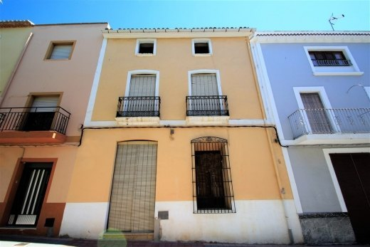 Fantastic townhouse to reform in Teulada