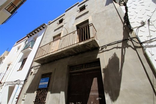 Townhouse for sale in Teulada, to reform.