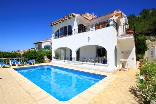 Villa for sale with valley and sea views.