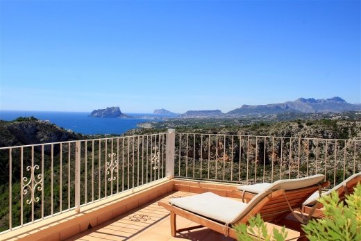 Beautiful villa for sale with panoramic se...