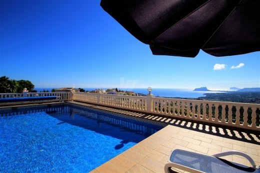 Villa with panoramic sea views in Benitach...
