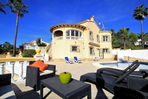 Villa for sale in Moraira, close to amenit...