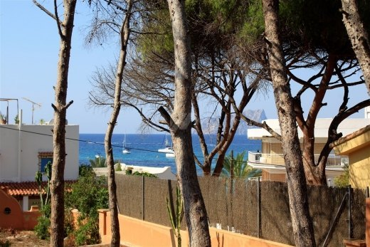 Plot for sale in Moraira, second line.