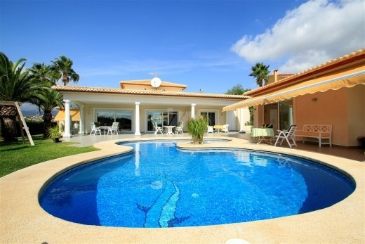 Luxury villa for sale in Calpe, sea views.