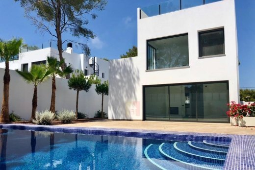 Modern villa for sale in Moraira
