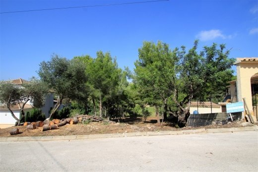 Plot with mountain views for sale in Benis...