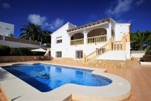 Villa for sale in Moraira, 600m from the b...