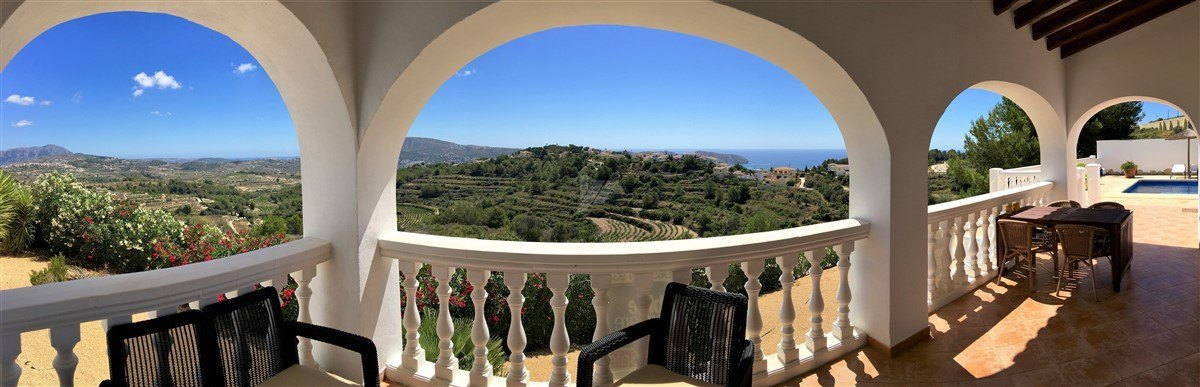 Villa for sale in Moraira with panoramic sea and mountain views