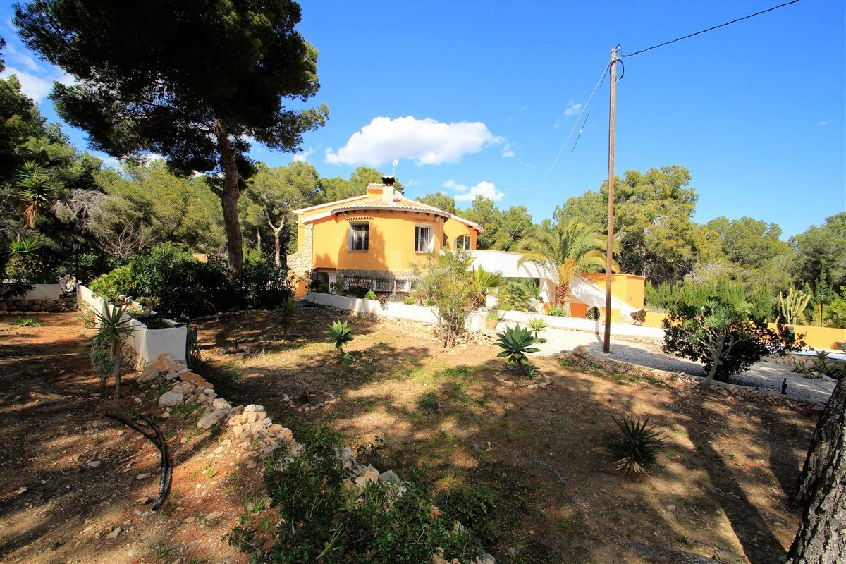 Villa for sale in Benissa, walking distance to the beach.