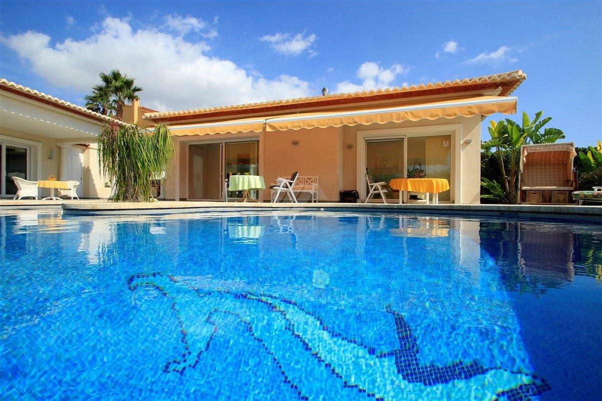 Luxury villa for sale in Calpe, sea views.