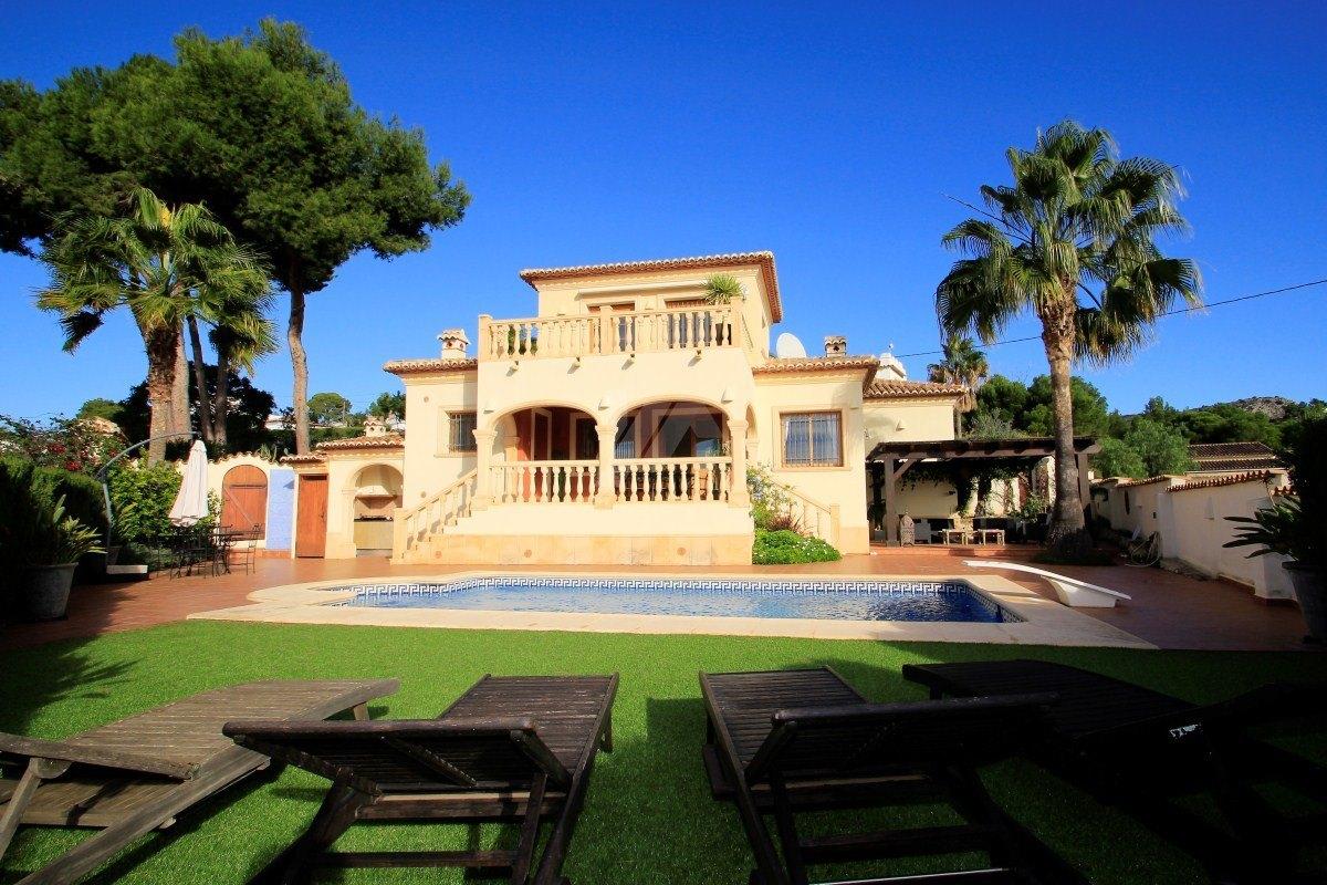 Villa for sale in Moraira, close to the beach.